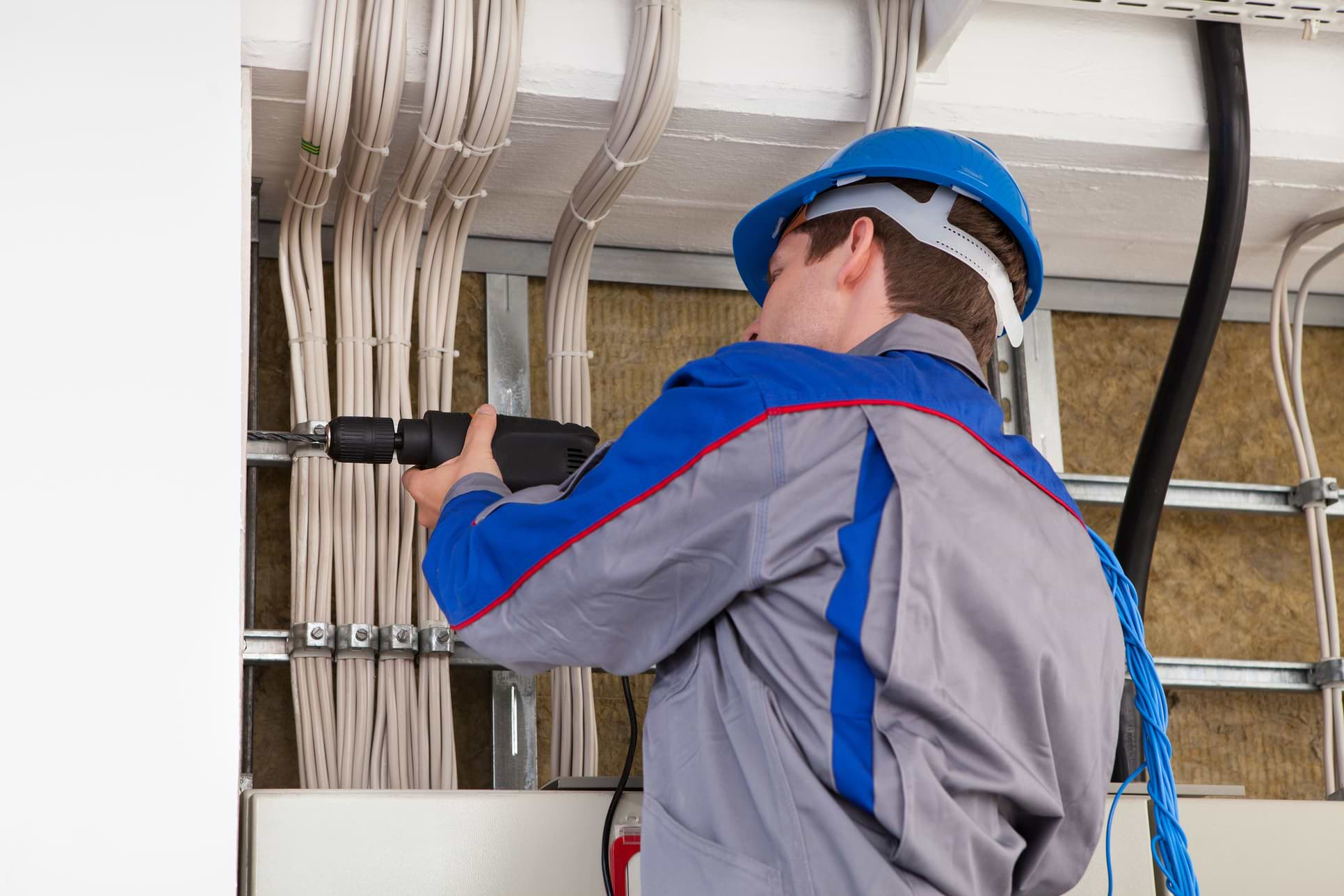 LOOKING FOR low voltage technicians